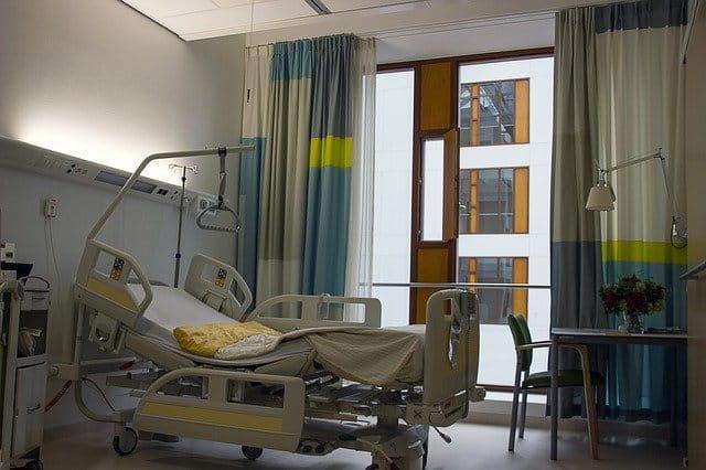 Chambre d'hôpital nettoyée par des professionnels.